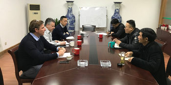 Mr. Hainer, President of Wan Hanshen Company, negotiated with President Xun and visited the company